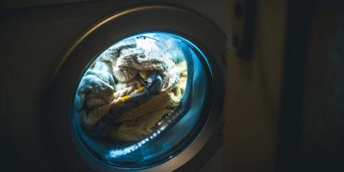 Yksin pyörinyt pyykinpesukone aiheutti mittavan vesivahingon
