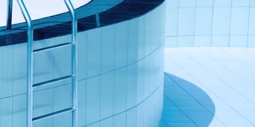 Asukas hyppäsi kuivaan uima-altaaseen – onko taloyhtiö korvausvelvollinen?